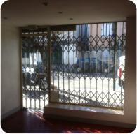 Grille coulissante extensible commerce.