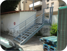 Escalier industriel clinique St Michel � Toulon + portillon code.